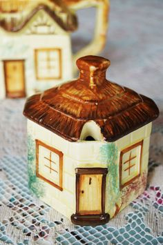 A very quaint vintage 'cottage ware' lidded preserve pot made by the Keele…