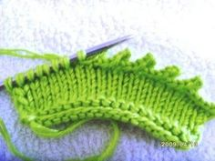 Knitting closure techniques How to make threaded-pico-closure . Knitting Videos, Knitting Charts, Crochet Videos, Easy Crochet Patterns, Baby Knitting Patterns, Knitting Designs, Knit Edge, Wie Macht Man, Yarn Shop