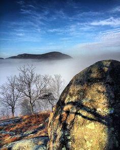 What lies beyond that large rock??? Why a bigger rock and still my favorite mountain!!! #stormkingmountain #stormkingny #mttaurus #bullhill #nystateparks #nysparks #ihikeny #thehikemovement #hudsonhighlands #hudsonvalley #hudsonhighlandsstatepark #coldspringny #putnamcountyny #hvmag #hudsonvalleymagazine #landscape_captures #earthfocus #earthpix #fotocatchers #rsa_landscape #glacialerratic #newyork_instagram #newyorkstate