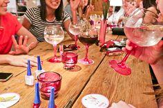 Cócteles, manicura perfecta y plan con amigas en uno de los locales más trendy de Madrid porsolo19€. YAY!