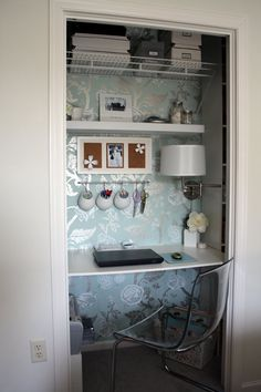 cute and smart way to change a closet into a work place