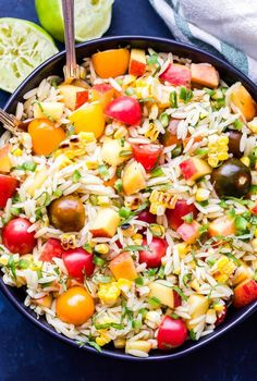 Summer Vegetable Orzo Salad is full of summer's best produce! Tomatoes, corn, peaches, basil and orzo all tossed together in a honey lime dressing. A light and healthy pasta salad you'll love! Orzo Salad Recipes, Easy Pasta Salad Recipe, Pasta Recipes, Corn Recipes, Kraft Recipes, Summer Pasta Salad, Summer Salads, Summer Potluck, Salads