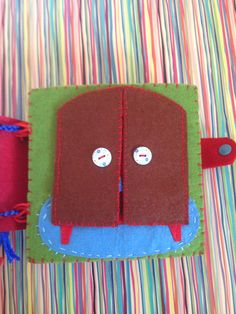 Felt Quiet Books - Dress Up Page. I made this page for Mila's quite book. It is possible to open the wardrobe. There are hidden ribbons attached to the page and wardrobe doors. So that  it is possible to open the doors completely.