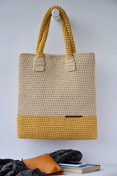 Best 12 To copy: 20 Models of crochet bag ⋆ From Front To The Sea bag copy Crochet Front models Sea – SkillOfKing.Com - AmigurumiHouse Crochet Market Bag, Crochet Tote, Crochet Handbags, Bead Crochet, Free Crochet Bag, Crochet Shoulder Bags, Tote Bags Handmade, Fabric Bags, Knitted Bags