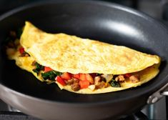 All of the tips and tricks you need to make the perfect omelette! Soft, fluffy and super customizable. Add your favorite ingredients like veggies, meat or cheese and you'll have the best omelette ready in no time. Crock Pot Recipes, Egg Recipes, Casserole Recipes, Cooking Recipes, Healthy Recipes, Whole30 Recipes, Recipies, Best Omelette, Cheese Omelette