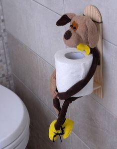 Tal soporte de papel higiénico decorará su baño y añadir un poco de humor y un estado de ánimo positivo. Muy práctico en uso. Hecho de material natural - madera pulida sin pintar. Como regalo, también será muy apropiado.  La muñeca se retira fácilmente.  Se permite lavarse las manos en agua tibia. Diy Toilet Paper Holder, Toilet Paper Storage, Toilet Roll Holder, Towel Holder Bathroom, Bathroom Crafts, How To Roll Towels, Decorative Towels, Bathroom Organisation, Hanging Shelves