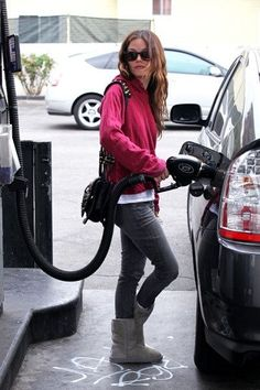 Ok, not a huge fan of Uggs, but have always been intrigued. If Rachel Bilson, who has a column in InStyle, has a pair of Uggs, I can have a pair of Uggs without criticism! I might carry this pic in my pocket, though. Check our selection  UGG articles in our shop!