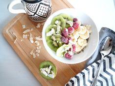 ✄ EASY OVERNIGHT OATMEAL BOWL #DIY #oatmeal #breakfast #recipe #bowl #food Recipe Bowl, Overnight Oatmeal, Diy Food, Coconut, Dinner, Fruit, Eat, Breakfast, Ethnic Recipes