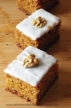 Oliwka w czekoladzie: Ciasto marchewkowe z musem jabłkowym Cookie Bars, Sweet Tooth, Food Porn, Muffin, Food And Drink, Sweets, Cookies, Baking, Breakfast
