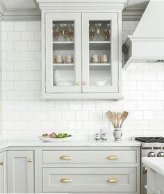 Grey cabinetry + brass hardware = perfection. Via @scoutandnimble //@heidipiron