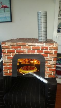 You do things… Surprise Pizza, Kids Workbench, Cardboard Play, Kids Pizza, Pizza Restaurant, Diy Crafts Hacks, Pizza Party, Valentines For Kids, Family Activities