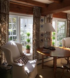 New England cottage interiors - - Image Search Results English Living Rooms, New England Farmhouse, Estilo Country, English Country Decor, French Country, New England Homes, Cottage Interiors, Home Fashion, Cozy House