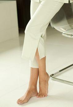Capri Pant * Plus Size Spa Uniform, Uniform Ideas, Beauty Uniforms, Mobile Spa, Medical Uniforms, Fitness Fashion, Women's Fashion, Plus Size Fashion, Capri Pants