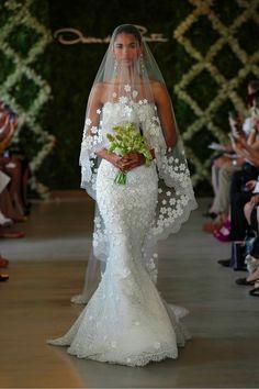 IL VELO: NON IL RICAMO MA LA LUNGHEZZA E LA POSIZIONE. Gorgeous Dress and Veil from Oscar de la Renta