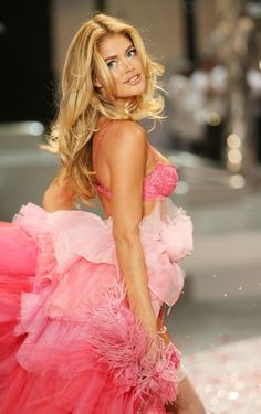 looks like Victoria's Secret...love the ombre ruffles!