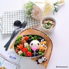 Panda Bento Recipe - Isetan Supermarket - Little Miss Bento Bento Box Lunch For Kids, Cute Lunch Boxes, Bento Lunchbox, Bento Kids, Kawaii Bento, Cute Bento, Bento Recipes, Healthy Recipes, Diet Recipes