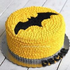 If you want to organize an unforgettable children's partyLet me share with you the best ideas of batman children's parties. Batman Birthday Cakes, Batman Cakes, Batman Party, Birthday Cartoon, Cake Birthday, 4th Birthday, Birthday Parties, Cake Decorating Videos, Cake Decorating Techniques