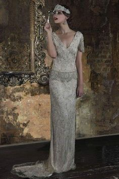 Stunning dress perfect for an art deco wedding. 2016 Wedding Dresses Eliza Jane Howell 'The Grand Opera' Collection Art Deco Wedding Dress, 2016 Wedding Dresses, Party Dresses, Retro Mode, Mode Boho, Estilo Retro, Gatsby Wedding, Gatsby Party, Vintage Bridal