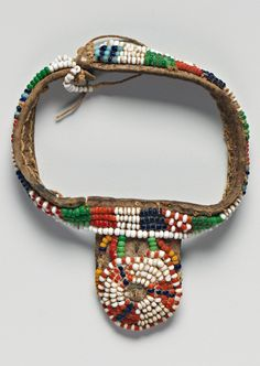 Kenya | Bracelet from the Kamba people | Leather, glass beads and fiber | 1880 - 1971