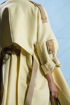 Hermès Spring/Summer 2019 Ready-To-Wear See all the Details photos from Hermès Spring/Summer 2019 Ready-To-Wear now on British Vogue Hermes Runway Fashion, Spring Fashion, Fashion Show, Womens Fashion, Fashion Trends, Fashion Fashion, Dress Fashion, Paris Fashion, Winter Fashion