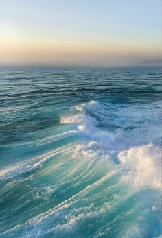 Waves forming on the ocean. Nature Aesthetic, Beach Aesthetic, Summer Aesthetic, Aesthetic Backgrounds, Aesthetic Wallpapers, Marinha Wallpaper, Beautiful World, Beautiful Places, Photo Wall Collage