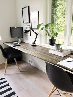 Home office design for men layout decor 32 ideas Guest Room Office, Home Office Space, Home Office Desks, Office Furniture, Office Table, Office Workspace, Man Office Decor, Small Workspace, Black Furniture