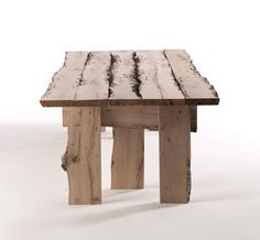 mesa feita com madeiras desperdicio. Podes fazer tb banquinhos, pratleiras eenfeitos para a parede
