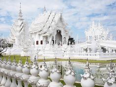This Is NOT Your Typical House Of Worship This unconventional Buddhist temple looks like a place you could only read about in a storybook. The Temple is called Wat Rong Khun and it is located in. Great Places, Places To See, Beautiful Places, Amazing Places, Hindu Temple, Buddhist Temple, White Temple, Asia, Parc National