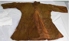 The Skjoldehamn kirtle. Viking Garb, Viking Men, Viking Costume, Viking Dress, Viking Reenactment, Viking Hood, Medieval Costume, Norse Clothing, Clothing And Textile