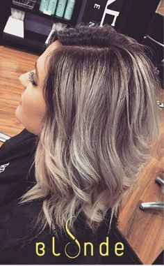 A dark violet base to give some depth for this pretty blonde done by Holly Dark Violet Hair, Dark Blonde Ombre, Blonde Color, Dark Hair To Blonde, Mom Hairstyles, Pretty Hairstyles, Haircuts, Hair Styles 2016, Long Hair Styles