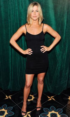 How Does Jennifer Aniston Get Her Sleek Physique? We Show You Her Favorite Moves Jennifer Aniston Style, Jennifer Aniston Photos, Jennifer Aniston Workout, Beautiful Celebrities, Most Beautiful Women, Jeniffer Aniston, Celebrity Workout, Celebrity Fitness, Rachel Green