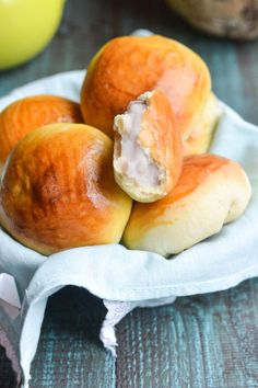 Delicate, fluffy buns with creamy taro custard. These Asian bakery style buns are easy to make and make a perfect breakfast or any time treat. Dessert Dishes, Dessert Recipes, Breakfast Recipes, Bakery Recipes, Cooking Recipes, What's Cooking, Taro Recipes, Recipies, Yummy Recipes