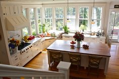 Creative and Unique Kitchen Inspiration On Houzz there is a creative and unique kitchen design I want to share for inspiration. The most unique thing is the window seat in middle of the kitchen. Classic Kitchen, New Kitchen, Kitchen Dining, Kitchen Decor, Kitchen Corner, Cozy Kitchen, Kitchen Ideas, Kitchen Island, Family Kitchen