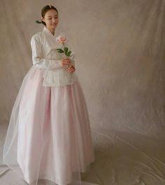 한복더단 for more Korean hanbok. Korean Traditional Dress, Traditional Fashion, Traditional Dresses, Korean Hanbok, Korean Dress, Japanese Outfits, Korean Outfits, Culture Clothing, Korea Fashion