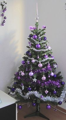 Purple Balls, Lilac Balls, & Lilac Birds W/ A Touch Of Silver Garland & Stars Here & There, Makes An Elegant Tree! Black Christmas Tree Decorations, Purple Christmas Tree, Beautiful Christmas Trees, Xmas Tree, Christmas Tree Colour Scheme, Christmas Tree Advent Calendar, Christmas Tree Inspiration, Purple Trees, Jewish Shabbat