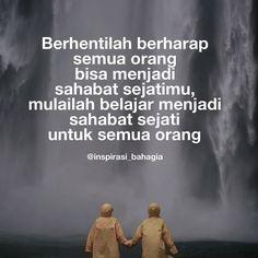 Berhentilah berharap semua orang bisa menjadi sahabat sejatimu mulailah belajar menjadi sahabat sejati untuk semua orang Quotes Sahabat, Real Quotes, Qoutes, Bff, Bestfriends, Best Friendship Quotes, Reminder Quotes, Quotes Indonesia, Islamic Quotes