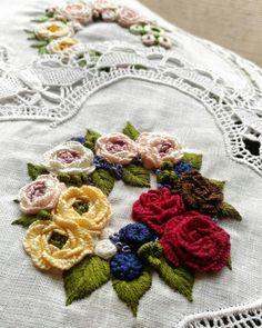 Getting to Know Brazilian Embroidery - Embroidery Patterns Brazilian Embroidery Stitches, Types Of Embroidery, Rose Embroidery, Embroidery Fashion, Embroidery Patterns, Embroidered Roses, Hardanger Embroidery, Satin Stitch, Craft Patterns