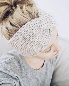 Kalastajan vaimon ohjeella neulottu panta kirpeisiin syysaamuihin. 🍁🍂 Knitting Socks, Knitted Hats, Crochet Hats, Diy Crochet, Diy Projects To Try, Handicraft, Free Pattern, Beanie Hats, Arts And Crafts