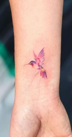 Trendy Humming Bird Tattoo on the Wrist Beautiful 33 Ideas - # Wrist . - Trendy Humming Bird Tattoo on the Wrist Beautiful 33 Ideas – - Tiny Bird Tattoos, Mom Tattoos, Sexy Tattoos, Body Art Tattoos, Small Tattoos, Tattoo Mom, Tatoos, Bird Tattoos For Women, Unique Small Tattoo