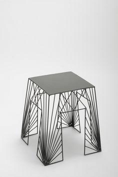 Wire geometry stool
