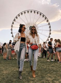 Festival Outfits Round Up - Pam Hetlinger goes to Coachella wearing Denim and Boots | TheGirlFromPanama.com