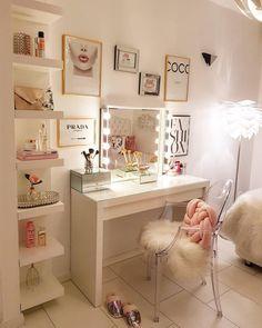 Vanity room design ideas 18 - home decor update Teen Bedroom Designs, Bedroom Decor For Teen Girls, Room Design Bedroom, Room Ideas Bedroom, Diy Bedroom Decor, Bed Designs, Dressing Room Decor, Small Dressing Table, Beauty Room Decor