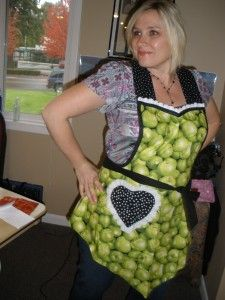 Just in time for Christmas, giving away this apron at the Apronista!  Enter by 11/30/11- from Blue Star Vermont.