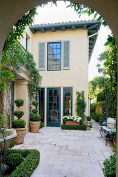 Landscaping by Teryl Designs.Brentwood California Landscaping by Teryl Designs. Stucco Exterior, Design Exterior, Stucco Homes, House Paint Exterior, Exterior Paint Colors, Exterior House Colors, Paint Colors For Home, Exterior Shutters, Paint Colours