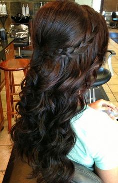 Brunette. Bouffant puff, loose tapered curls and braid.