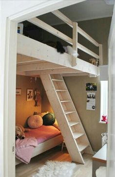 Loft beds are excellent space saving ideas for small rooms. Nothing better than a loft bed makes a small bedroom more spacious, functional and comfortable. Loft beds create extra space by building the bed upward and allowing the space below it to be Bedroom Loft, Kids Bedroom, Bedroom Ideas, Master Bedroom, Mezzanine Bedroom, Attic Bedrooms, Loft Room, Raised Beds Bedroom, Loft Bed Stairs