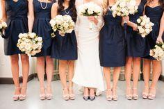 Para lograr unas damas boda armónicas lo ideal es que todas lleven los mismos zapatos #bodas #elblogdemariajose #damasboda