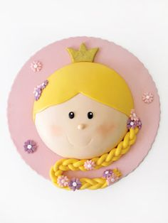 Princess birthday cake.  This is  cute!  You could even make a prince or some other face!