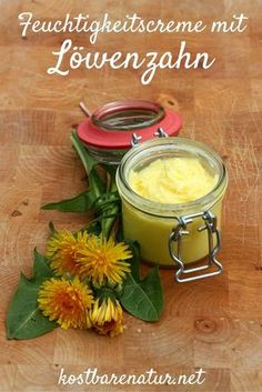 Make your own dandelion moisturizer- Löwenzahn-Feuchtigkeitsspender selbermachen This natural moisturizer is made super quickly with just two ingredients! Belleza Diy, Diy Body Butter, Facial Steaming, Hair Rinse, Natural Moisturizer, Beauty Recipe, Natural Cosmetics, Cream Recipes, Natural Skin Care
