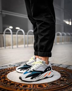 adidas Yeezy 700 - Untenrum up to date - Man Sport Sneaker Outfits, Converse Sneaker, Puma Sneaker, Sneakers Mode, Best Sneakers, Adidas Sneakers, Shoes Sneakers, Kanye West, Adidas Running Shoes